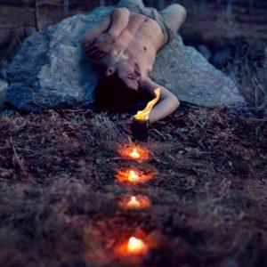 Il y a Une Lumière Qui ne Peut Jamais Être Eteinte