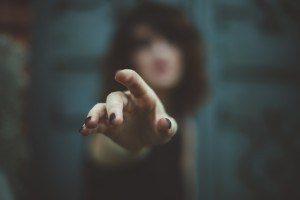 La Main n'Atteint Pas Ce Que Le Coeur Refuse